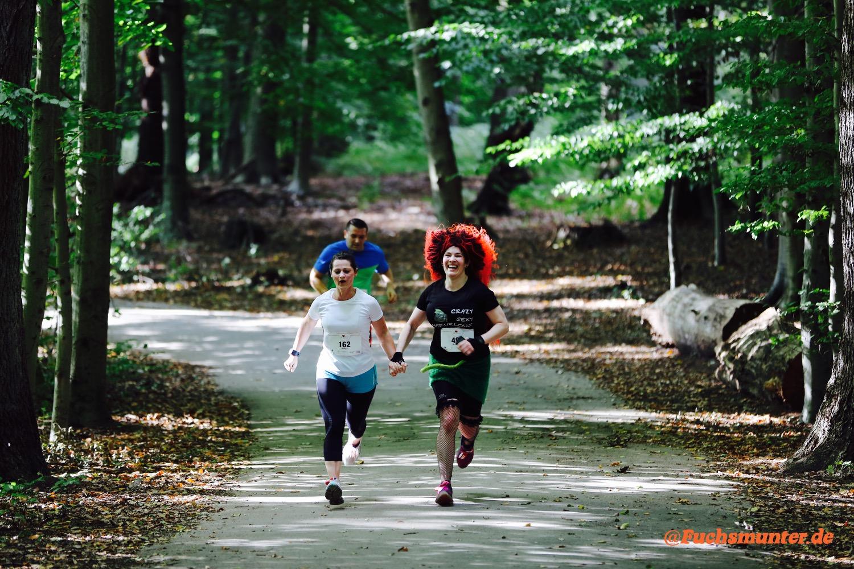 Böse Natella und Fuchsmunter beim Zieleinlauf Herzlauf Hilden 2015