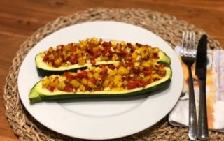 Fuchsmunter kalorienarmes Rezept mediterrane zucchini Boote zum Kurzzeitfasten nur 200 kcal 2020_11_09 QUER