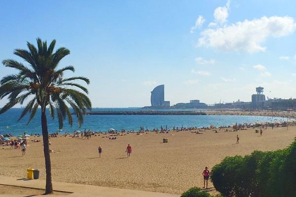 Schöner Strand von Barcelona